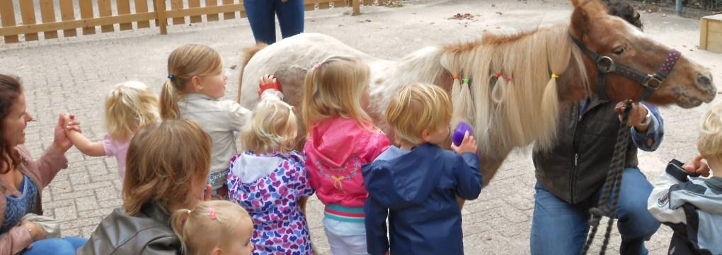Snowy op bezoek Kinderdagverblijf Het Boerderijtje Wijk en Aalburg